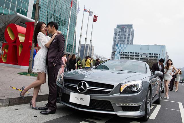 Mercedes-Benz 千萬夢幻車隊浪漫轟炸信義區