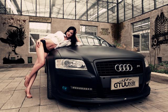 消光黑的奧迪(Audi)搭配消光黑內衣組的麻豆!真消暑...