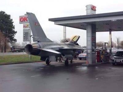 【熱門話題】戰鬥機到加油站加油?還是飛行員尿急?