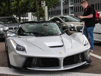 【熱門話題】法拉利一定要買紅色的嗎?灰色的 LaFerrari超跑也蠻威的!