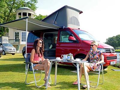 【熱門話題】買一輛 VW T5 California Camper,飯店錢都省了!