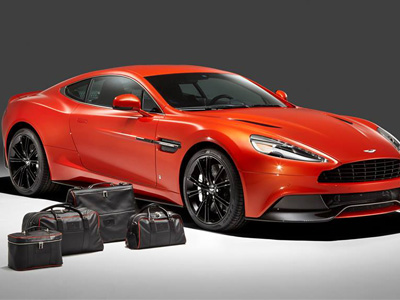 【熱門話題】開 Aston Martin超跑要配什麼包才夠帥呢?