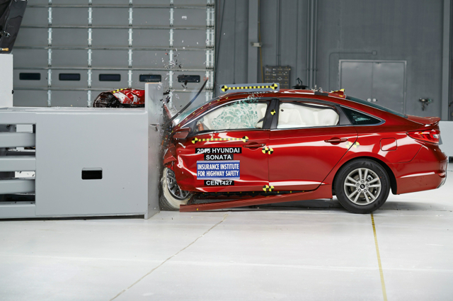 2015 HYUNDAI Sonata獲得美國IIHS評比為進階安全首選房車