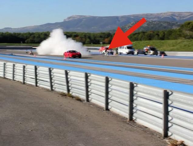 腳踏車電爆 Ferrari 430 Scuderia!不要命的瘋狂法國佬又飆到333km/h!
