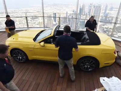 Ford Mustang敞篷跑車是如何出現在杜拜塔第112層的呢?