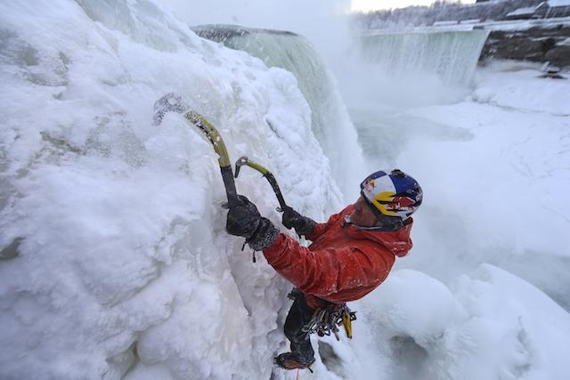 Will Gadd締造歷史紀錄上首次攀冰爬上尼加拉瓜瀑布