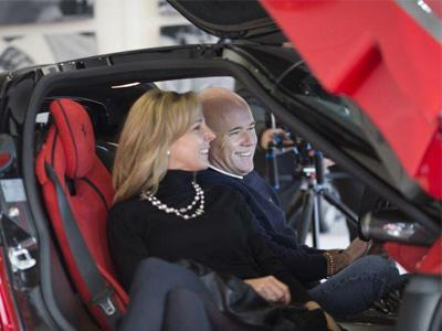 同時擁有 LaFerrari 、P1以及 918 Spyder的超跑哥,果然毛髮不多而且老婆頗正!