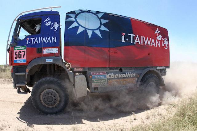 達卡越野賽台灣人完賽!走路上下班、福特送汽車!