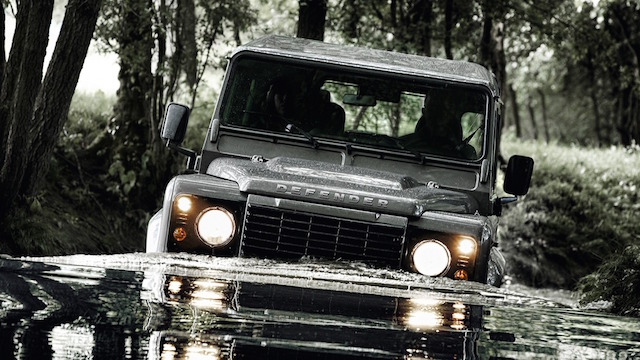 Land Rover Defender到底有多強?車好、技術好,心臟還要夠大顆才行!