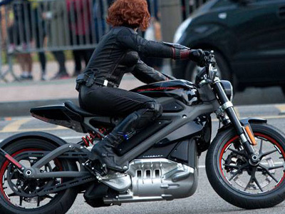復仇者聯盟2裡黑寡婦騎的重機原來是最史上最安靜的哈雷!