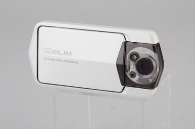 Casio TR100:特殊外框加觸控螢幕,適合自拍的入門相機
