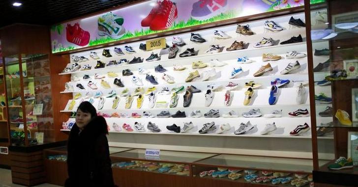 「奉旨山寨」!北韓有家金正恩認證的合法山寨鞋店