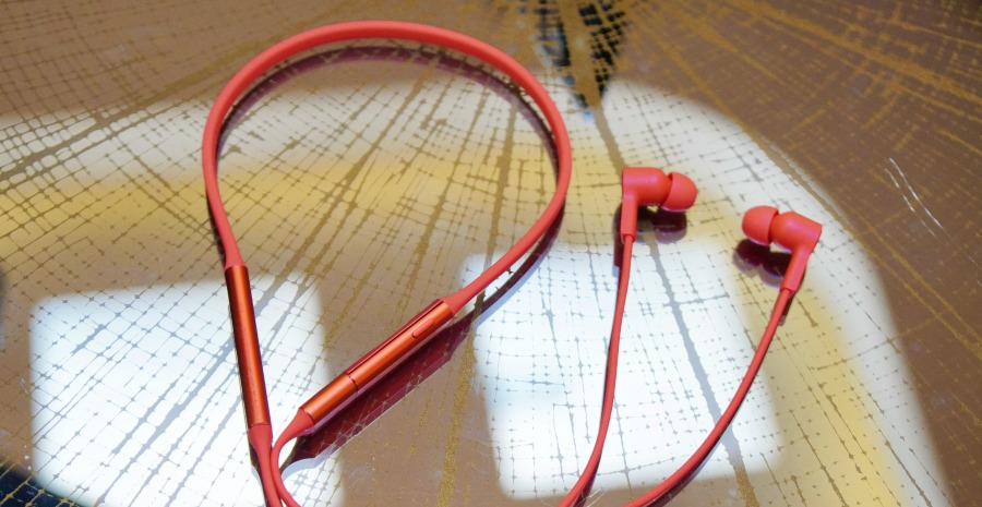 華為推無線藍牙耳機 HUAWEI FreeLace Earphones,可直接插在手機上充電