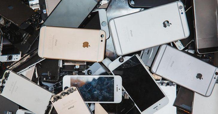 因為太多捐出去的 iPhone沒有解除鎖定,每年有數以萬計的回收iPhone最後只能被當成廢鐵處理