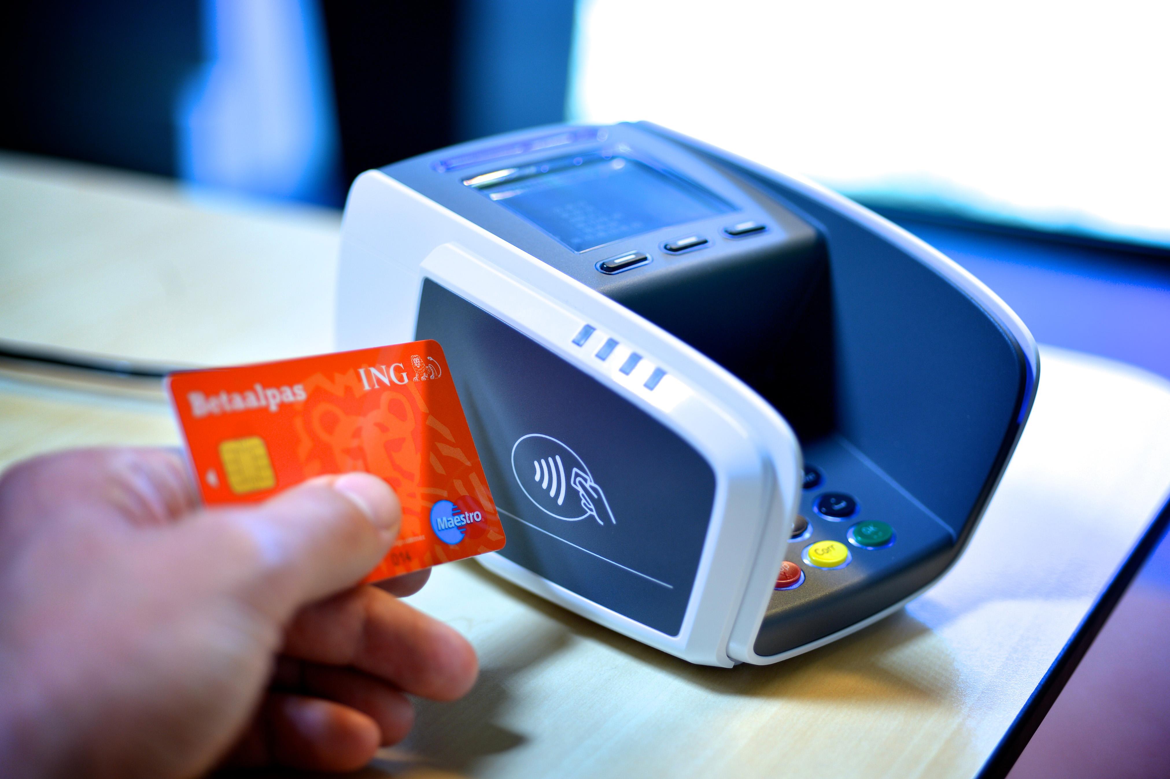 信用卡會不知不覺被隔空感應刷走?RFID shield 是否為恐懼下的產物?