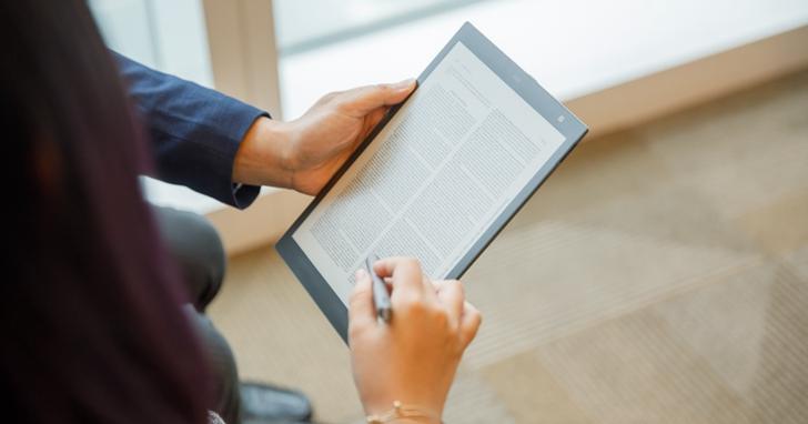愈來愈大台!Readmoo 推出10.3 吋「mooInk Pro」,配備手寫筆可直接對PDF文件做筆記並匯出