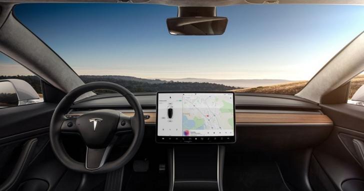Model 3的環景行車紀錄影片,拆穿一起事故肇事者謊言成為決定性證據