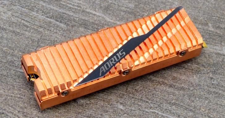 GIGABYTE AORUS NVMe Gen4 SSD 2TB 評測,PS5016-E16 高速存取更有低溫全銅散熱片!