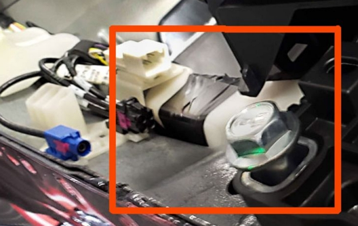 特斯拉工廠工人透露為了趕工「用膠帶修補裂縫」,特斯拉雖否認但車主相信它嗎?