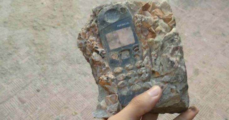 考古學家發掘出「手機化石」已經不是新鮮事了
