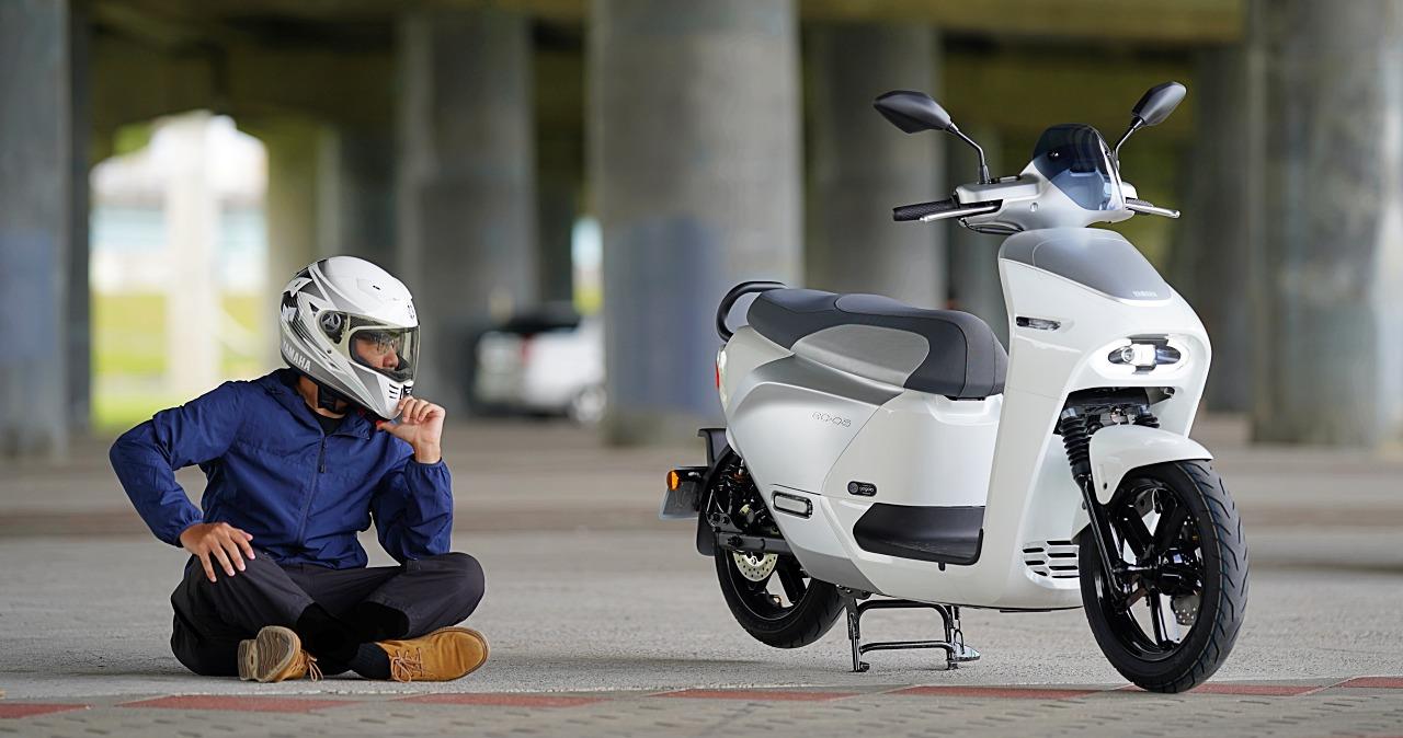 YAMAHA EC-05 試駕:同屬Gogoro 生態系騎起來與 Gogoro 2 有什麼差異?它是值得買的電動車嗎?
