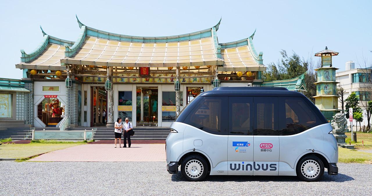 台灣首輛自主研發生產自駕小巴WinBus首航,初期將拓展彰化鹿港觀光路線
