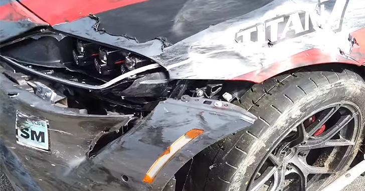 牛魔王世界首撞?華裔業餘賽車手把新購的 Toyota Supra 掄上牆了