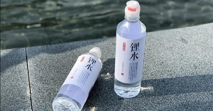 中國廠商推出比正常礦泉水貴一倍的「鋰水」,號稱加了鋰能預防老人癡呆症