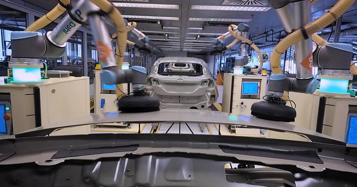 完成全車鈑件打磨只需 35 秒,工廠機器人原來是這樣組裝 Ford Fiesta
