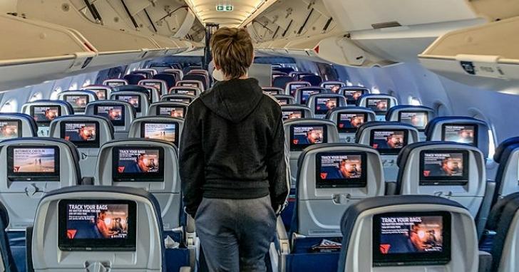 見過那麼多模擬飛行遊戲,第一次遇到「模擬坐經濟艙」的