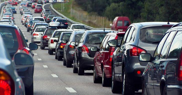 你以為導航 App 幫助你省下5分鐘抄近路,但城市變得更擁堵的原因可能就是它