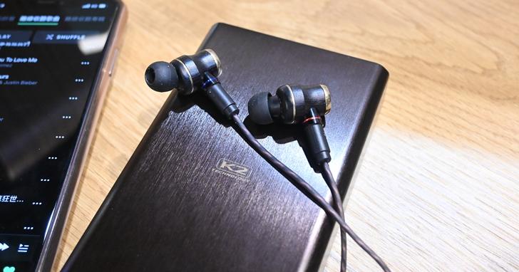 JVC 在台發表全新一代木質振膜入耳式耳機 HA-FW1800,主打逼真生動的音效表現,售價 18,900 元