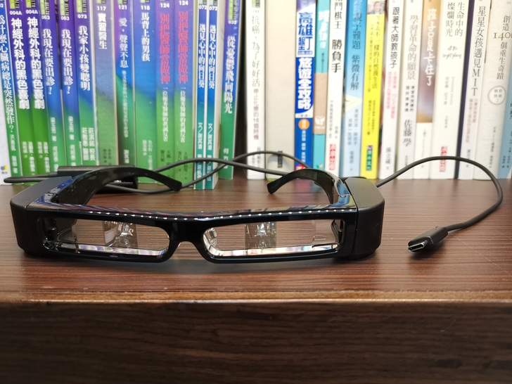 [分享] Epson BT-30C次視代智慧眼鏡:擴增實境X真3D大畫面X獨樂樂