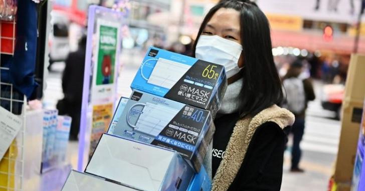 國內爆武漢肺炎死亡首例再掀搶購潮,醫師:口罩已變內褲