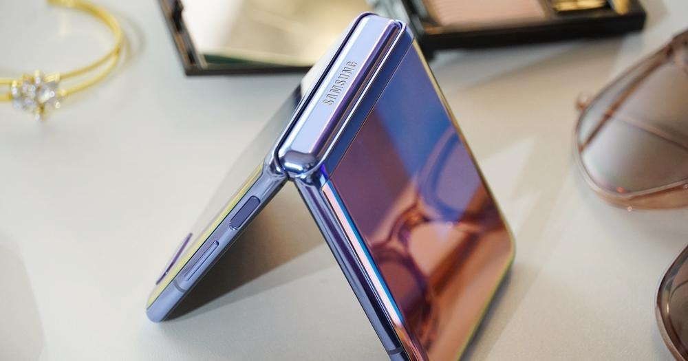 挑戰年度最美手機!三星 Galaxy Z Flip 摺疊機動手玩