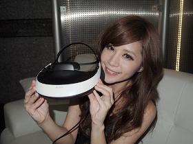 Sony 3D 頭戴式影院 HMZ-T1 搶先玩,給你 750吋螢幕感受