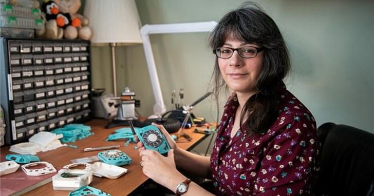 女工程師從零打造「撥盤式」手機,能用SIM卡,續航達30小時