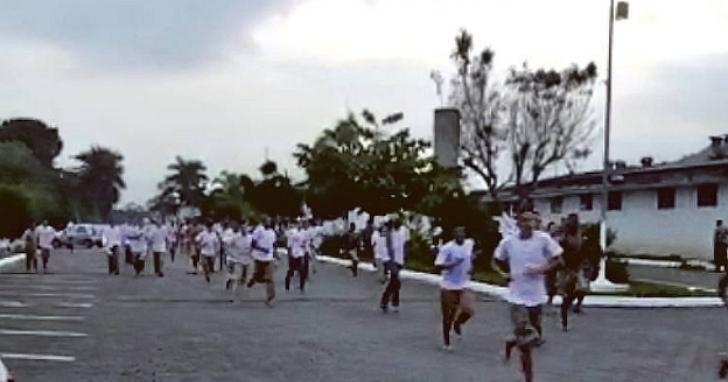 巴西監獄囚犯因不滿防疫取消假期至少1350人越獄,還彼此提醒:「週一回來,好嗎?」