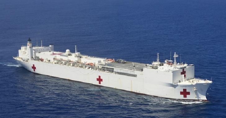防疫視同作戰!川普指派全球最大海軍醫療艦前進紐約,協助舒緩當地醫院病床壓力
