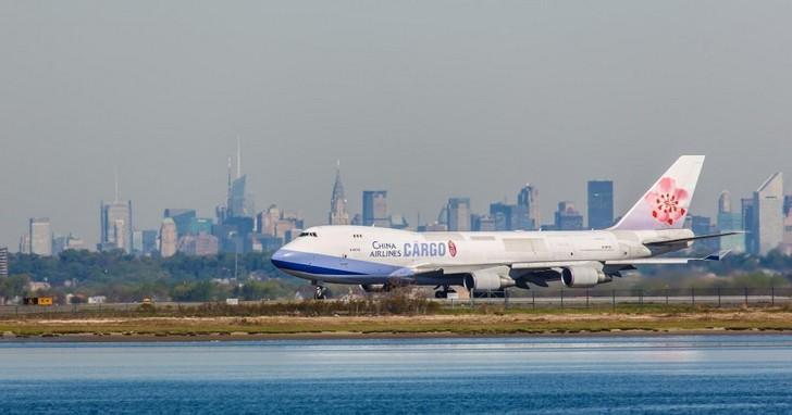 辛苦飛一整年,華航為何慘虧12億元?100億公司債背後,預告航空業史上最長寒冬