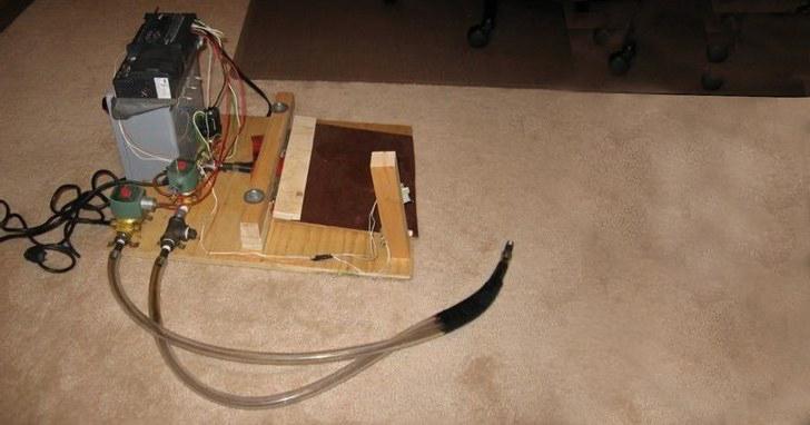 開源也能救命!技術玩家分享如何用三合板和最簡單的原料,DIY自製救命的呼吸器