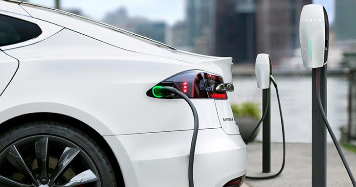 不管你信還是不信,總之 Tesla 是台灣豪華車第三大品牌了