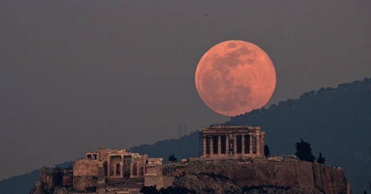 就在今晚,年度最大顆「超級粉紅月亮」來了!天文館公布最佳觀看時間