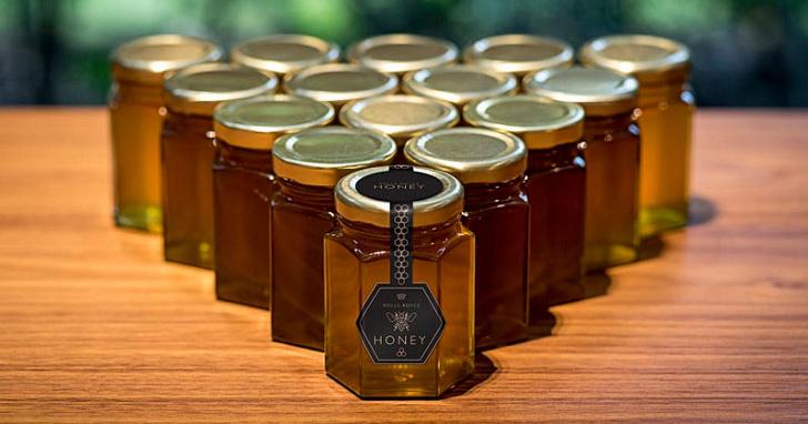 勞斯萊斯的汽車產線雖然停工,但他們的「蜂蜜」卻還是繼續生產