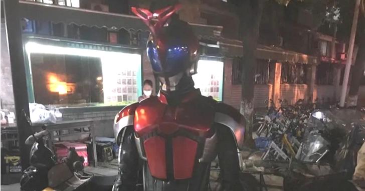 杭州社區出現「假面騎士」沒健康碼被罰站,社區保安表示:奧特曼來也不放!