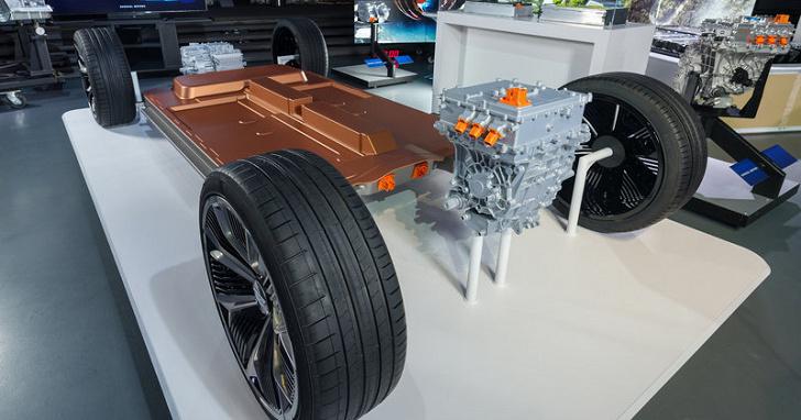 不讓 Tesla 搶走風采,GM 將投入研發千里續航力電池系統