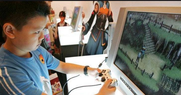 中國遊戲廠商用人臉辨識防止孩子冒用家長身份玩遊戲,結果連成年人也得「刷臉」證明自己不是孩子