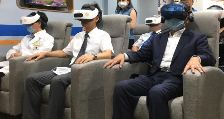 臺北醫院附設悅心長照暨早療中心引進VR設備,提供沈浸式體驗輔療課程