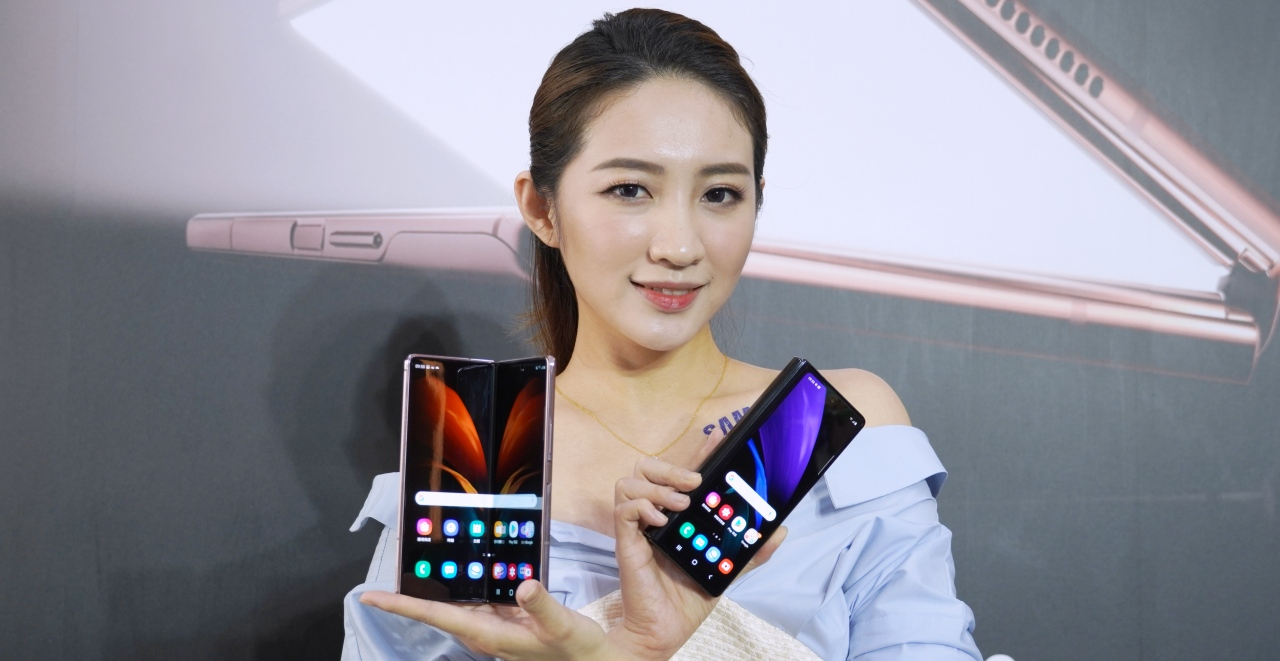 三星 Galaxy Z Fold 2 正式發表,本月 18 日陸續全球上市、台灣也將引進