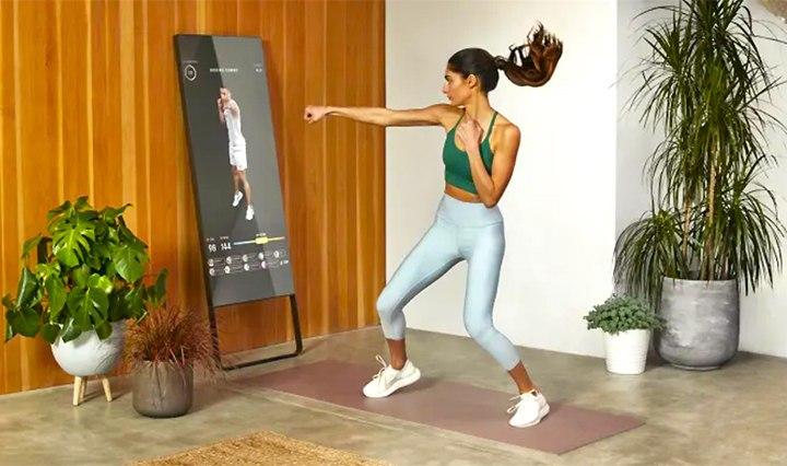 一家賣瑜伽服的公司,為什麼花5 億美元買一塊鏡子?